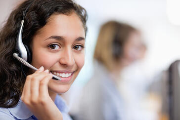 Contact center agent with wireless headset